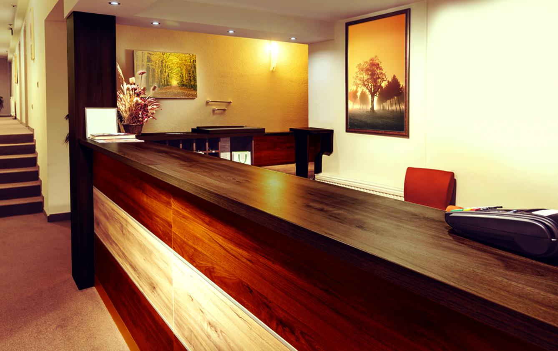 Mobilier bois accueil desk bureau réception