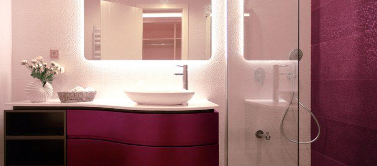 Mobilier bois pour salle de bain d'hôtel