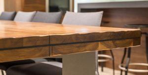 Matériau de prédilection chez AC Aménagement, le bois offre des variétés esthétiques et fonctionnelles infinies au mobilier