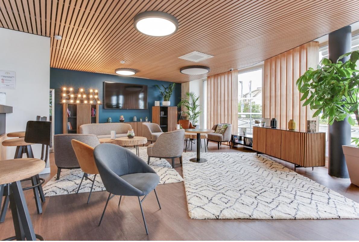 Agencement et création du mobilier pour 84 chambres de l'hôtel Hall Suites Appart Hotel Massy Palaiseau ***